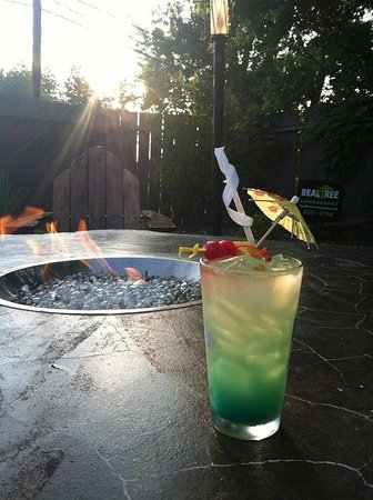 East Aurora, NY: Cocktails fireside