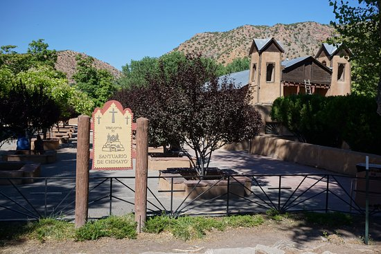 sanctuario de chimayo entrance