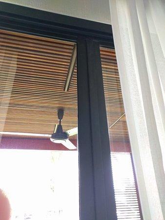 Hansar Samui Resort: metal framed balcony doors keep mosquitoes out