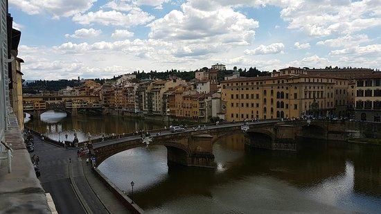 Hotel Bretagna: Camera superior, con vista sull'Arno