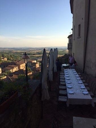Castello delle Serre: Dining on the castle terrace with a view of Tuscany!