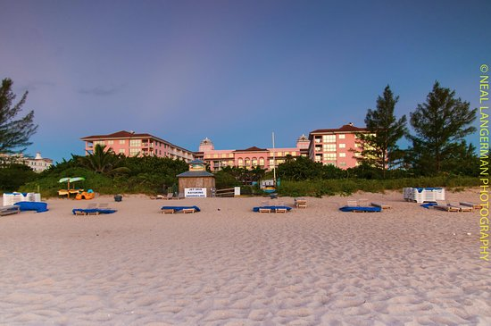 Palm Beach Shores Resort and Vacation Villas: Hotel from the beach just after sunrise