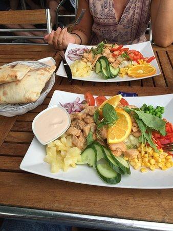 Sunne, Schweden: Knallgod salat med mye kylling :)