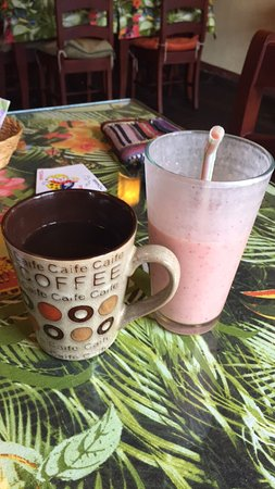 Cafe Ali Cumba : Super great smoothie with some delicious coffee!