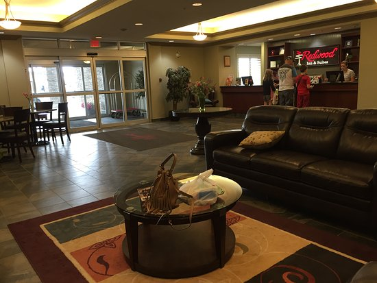 Clairmont, Canada: nice place to relax by the front desk