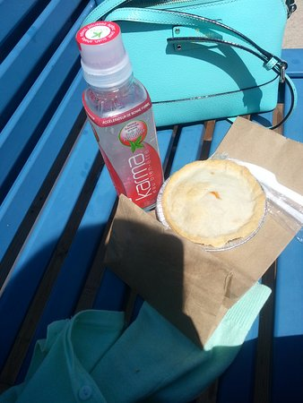 Port Colborne, Kanada: Pizza pot pie and karma wellness water sitting by the canal
