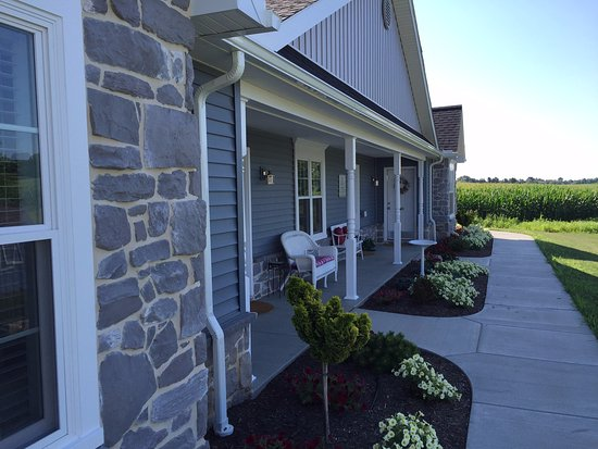 Ephrata, Пенсильвания: Cottage of Suites looking south