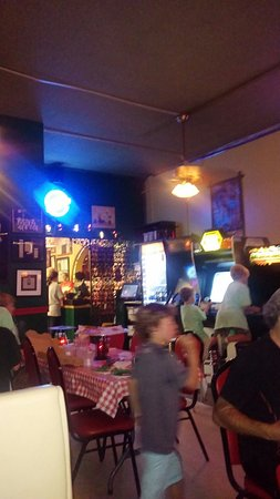 Davenport's Pizza Palace: Game room full of screaming mimi's. It's tgat or a 20 min wait