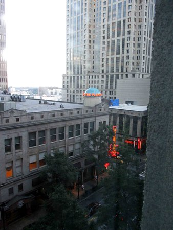 Hotel Indigo Atlanta: View out room window