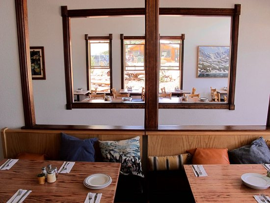 Nederland, CO: Light-filled dining areas
