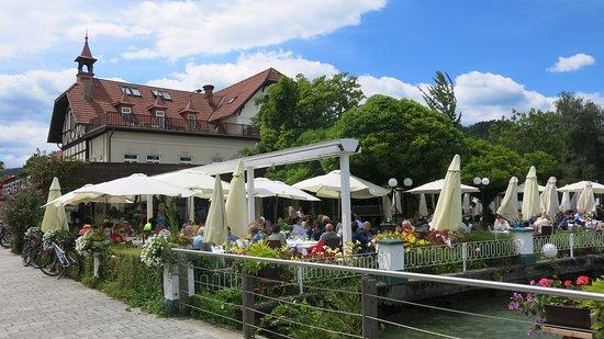 Reifnitz, Austria: Zahrádka před restaurací