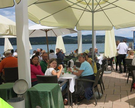 Reifnitz, Austria: Restaurace u jezera