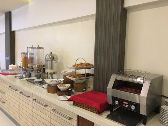 Hulhule Island: Buffet breakfast selections