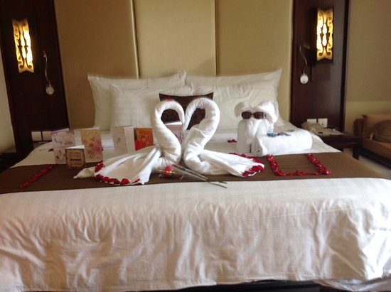Swiss Belresort Watu Jimbar: Decoration For Our Wedding Anniversary By  Cinthia Our Room Attendant