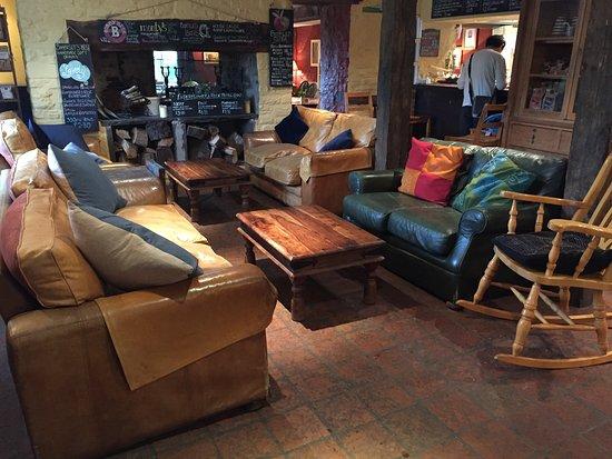 Felin Fach, UK: Bar and restaurant