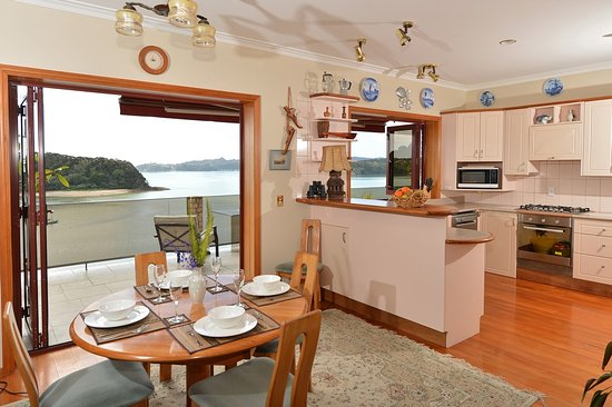 Bay of Islands Beach House: kitchen