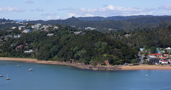 Bay of Islands Beach House: around the corner is town