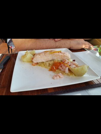Carleton-sur-Mer, Canadá: Salmon and seafood plate