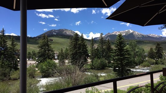 Silverthorne, CO: Great outdoor patio.