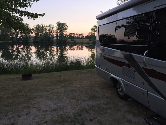 Cedar Springs, MI: A nice clean campground near Grand Rapids.  Within walking distance to many restaurants.