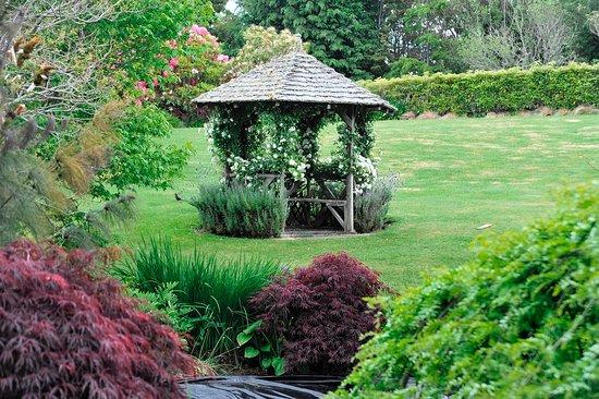 The Pillars Retreat: Gardens