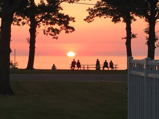 Saint Joseph, MI: Best Sunsets I've seen in a while and I live in So Cal on the Beach. Better than Maui !