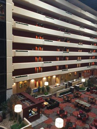 University Plaza Hotel and Convention Center : Lobby/atrium