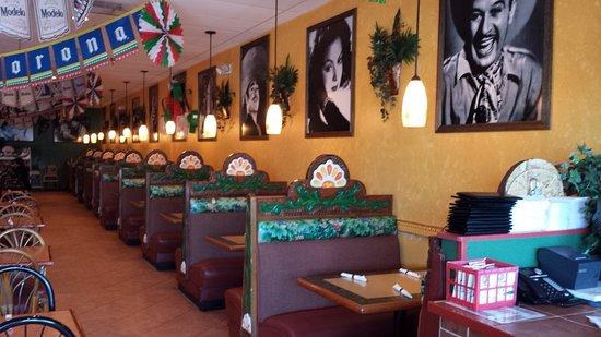 Azteca D'Oro: Restaurant West Wall