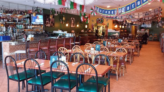 Azteca D'Oro: Restaurant East Wall