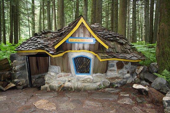 Ρεβελστόουκ, Καναδάς: Three Little Bears