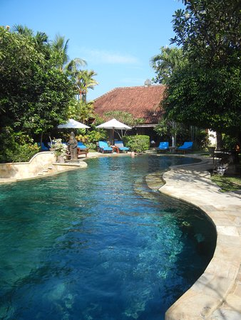 Tamukami Hotel: Plenty of sunlounges