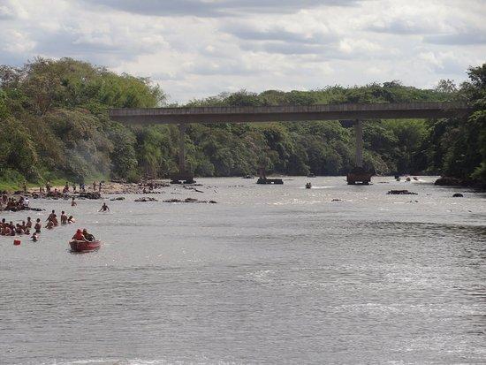 Cachoeira de Emas, SP: Passeio de barco