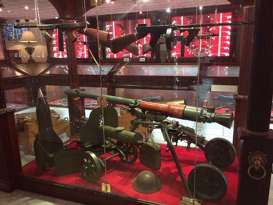 Musee canadien de l'Arme et du Bronze: Croyez-le ou non, ces armes viennent de sources privées!