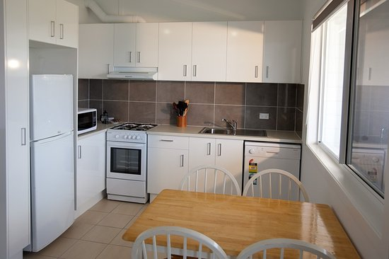 Greenwell Point, Australia: Waterview Two Bedroom Cabin - Kitchen