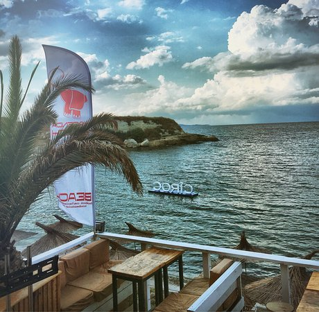 Lozenets, Bulgaria: True summer place where you can have everything in one beach location. Beach Bar AHE, night club