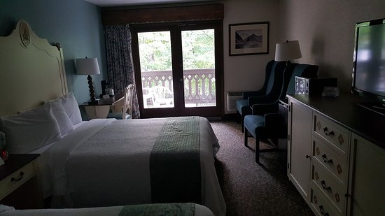 Helendorf River Inn and Conference Center: Our comfy room.