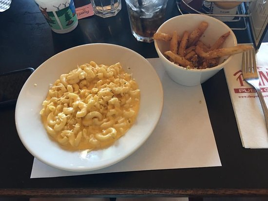 Central Point, OR: Kids Meal Mac and Cheese with garlic fries and soda ($7)