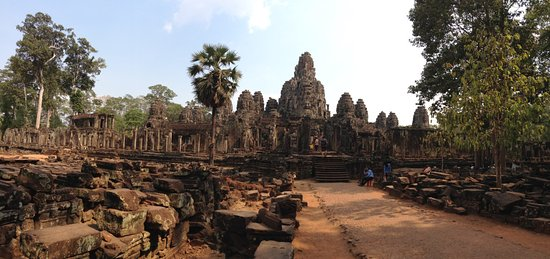 Angkor Walking Tour Guide