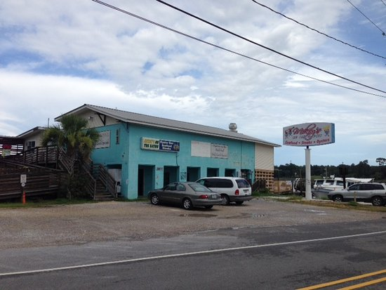 Ocean Springs, MS: Mikey's on the Bayou -- Not too busy on a late afternoon during the week.