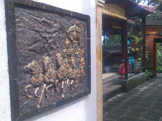 Subagan, Indonesia: Tirta Ayu Restaurant , The Water Palace , Tirtagangga