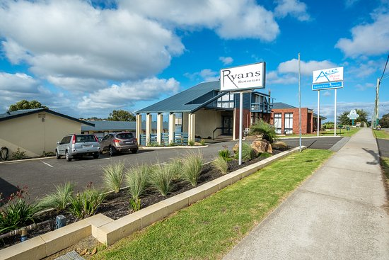 Ace Motor Inn: Entrance to property