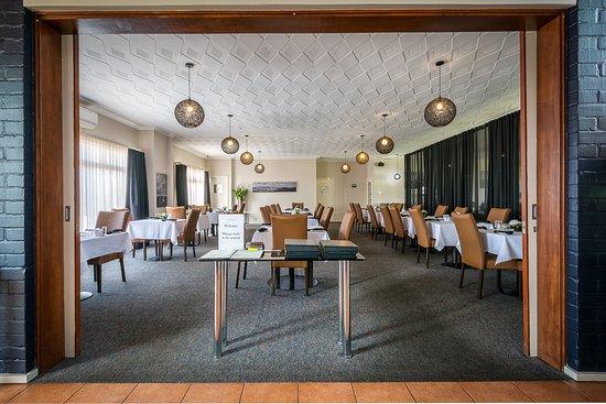 Ace Motor Inn: Evening dining