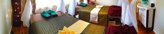 Gasalong Thai Massage: Couple massage room