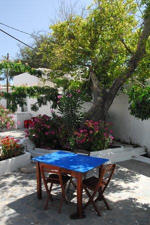 Lachania, Grecia: Tavoli