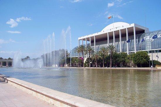 Επαρχία Βαλένθιας, Ισπανία: Vista del Palau de la Música desde el viejo cauce del río Turia.