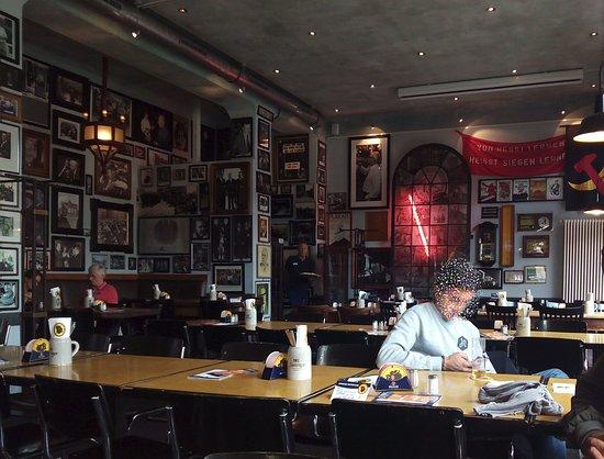 Ständige Vertretung: Interior del restaurante