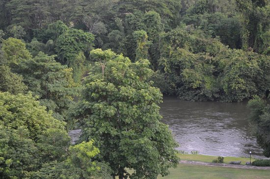 The Pavilion Rim Kwai : Lovely river next to the resort