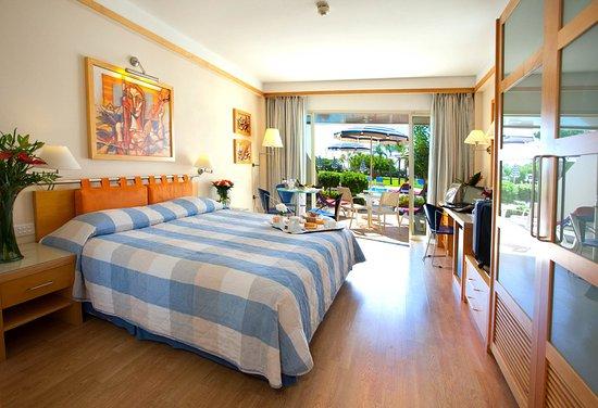 St Raphael Resort - Executive Pool Level Room