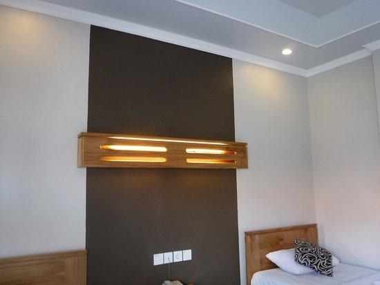 Bakung Sari Resort and Spa: 部屋の中は新しい感じ