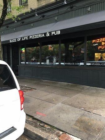 Slice of Life: вход и вывеска